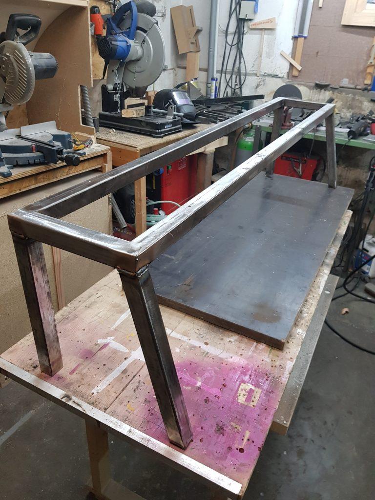 Stadion-Sitzbank selber bauen - Der Kellerwerker